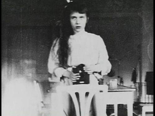 Anastasia Romanov, youngest daughter of Tsar Nicholas ll, take one of the worlds first slefies