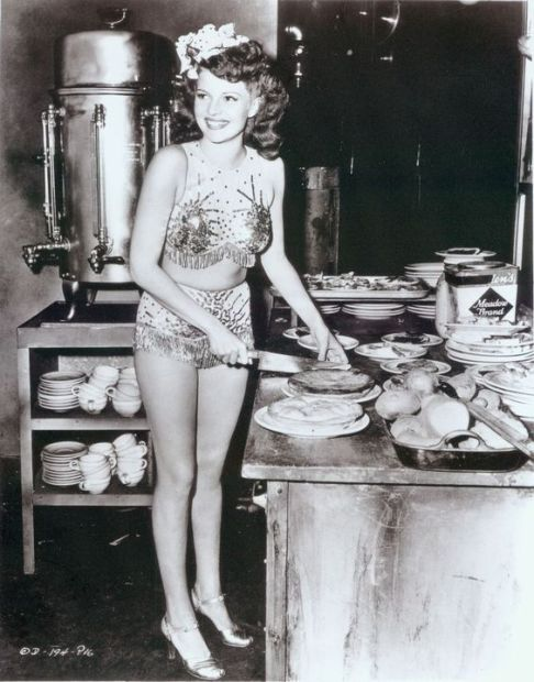 Rita Hayworth serves pie at The Hollywood Canteen