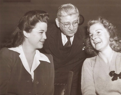 Betty Hansen and Peggy Setterlee in court.jpg