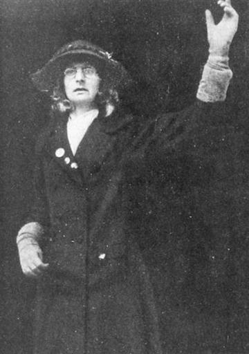Lady Lytton disgused as Jane Warton, 1910.jpg