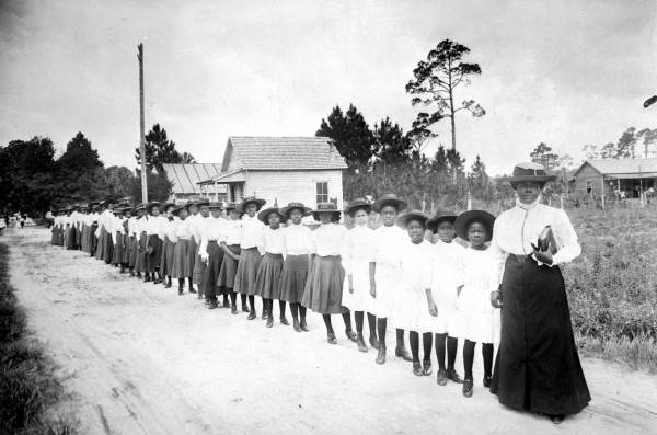 Mary Mcleod Bethune with students from her school